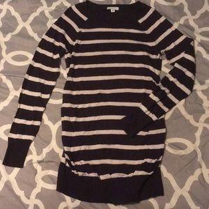 Liz Lange Maternity navy blue and white sweater